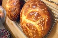 Hy Lạp đón Năm mới với chiếc bánh truyền thống khổng lồ nặng 2,5 tấn