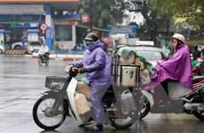 [Photo] Người dân lao động Hà Nội chống chọi với giá rét
