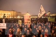 Hàng chục nghìn người biểu tình tại Áo phản đối đảng cực hữu