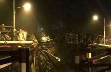 TP Hồ Chí Minh: Sập cầu Long Kiển, nhiều phương tiện rơi sông