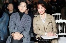 Song Joong Ki bảnh bao, Song Hye Kyo đẹp không tì vết dự show Dior