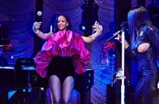 Rihanna đón tuổi 30 với thiết kế đầm phồng tuyệt đẹp của Saint Laurent