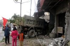Phú Yên: Xe tải đâm trực diện vào nhà dân gây nhiều thiệt hại