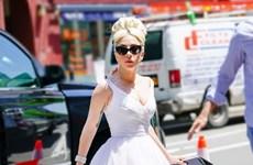 Không còn chiêu trò quái dị, Lady Gaga lột xác thành quý cô sang chảnh