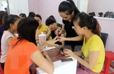 Hà Nội: Nguy cơ lây nhiễm HIV từ dịch vụ làm đẹp không an toàn