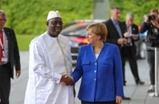 Thủ tướng Đức Angela Merkel bắt đầu công du ba nước Tây Phi