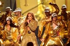 Những tuyệt phẩm Versace giúp Jennifer Lopez tỏa sáng trong đêm VMA