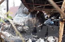 Hà Nội: Cháy lớn tại dãy quán ăn dựng tạm, thiệu rụi 4 cửa hàng