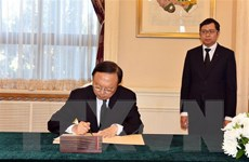 Lễ viếng và mở sổ tang nguyên Tổng Bí thư Đỗ Mười tại Trung Quốc