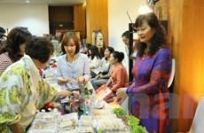 Đậm đà bản sắc hội chợ từ thiện thường niên Câu lạc bộ Phụ nữ ASEAN