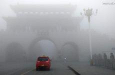 """Trung Quốc ban bố tình trạng báo động """"da cam"""" do sương mù dày đặc"""