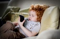 Phát hiện mới về tác hại của điện thoại thông minh với não của trẻ