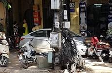 Xe ôtô lao lên vỉa hè gây tai nạn liên hoàn, một phụ nữ tử vong