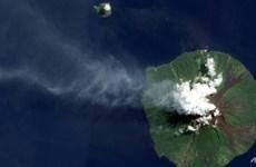 Núi lửa phun trào, trút đá xuống các làng mạc ở Papua New Guinea
