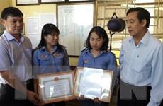 UBND Đồng Nai khen thưởng 2 nữ nhân viên gác chắn dũng cảm cứu người
