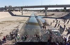 Người di cư trái phép tập trung tại cửa khẩu Mỹ-Mexico tăng kỷ lục