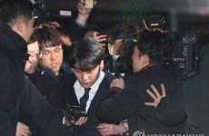Ca sỹ K-pop Seung-ri và Jung Joon-young được trả tự do sau thẩm vấn