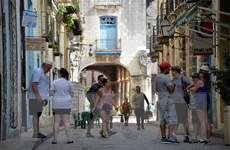 Mỹ rút ngắn thời hạn với thị thực thăm thân của công dân Cuba