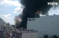 [Video] TP. HCM: Cháy gara sữa chữa khiến nhiều ôtô bị thiêu rụi