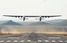 [Video] Chiếc máy bay lớn nhất thế giới lần đầu cất cánh