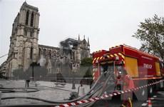 [Video] Dập tắt hoàn toàn đám cháy ở Nhà thờ Đức Bà Paris