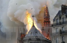 Hình ảnh mới về cảnh 'diệt' giặc lửa vụ cháy Nhà thờ Đức Bà Paris