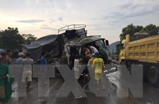 Nghệ An: Ôtô va chạm xe đầu kéo trên quốc lộ 1A, 2 người bị thương