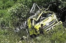 Cao Bằng: Xe tải mất lái lao xuống vực sâu 6m, lái xe thiệt mạng