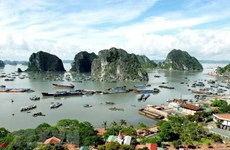 [Video] Du lịch Vịnh Hạ Long bằng máy bay trực thăng