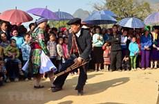 Sắc màu văn hóa dân tộc Mông tỉnh Yên Bái tại phố đi bộ Hà Nội