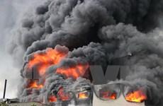 [Photo] Bình Dương: Cháy dữ dội trong khu công nghiệp Việt Hương