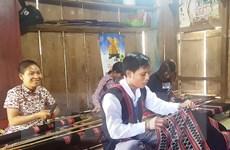 Hồi sinh nghề dệt thổ cẩm truyền thống của đồng bào Pa Cô-Vân Kiều
