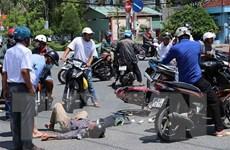 Xe trung chuyển khách gây tai nạn liên hoàn, 3 người bị thương