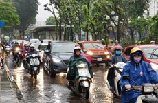 Khu vực Bắc Bộ và Thanh Hóa có mưa dông, Nam Bộ nắng nóng