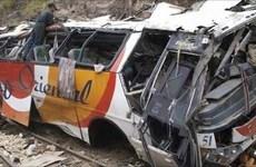 Xe buýt lao xuống khe núi ở Philippines, hơn 30 người thương vong