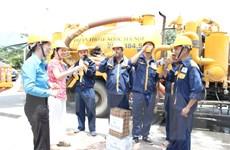 Hà Nội: Nhiều biện pháp giúp công nhân chống chọi với nắng nóng