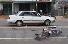 Lái xe ngược chiều do say xỉn và tự tông vào ôtô, một người nguy kịch
