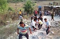Xe buýt rơi xuống hẻm núi Ấn Độ khiến hơn 60 người thương vong