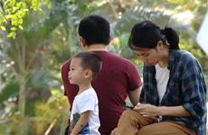 [Video] Thiết bị điện tử khiến tình cảm gia đình ngày càng xa cách