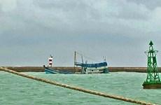 Bình Thuận đã hút được khoảng 5.000 lít dầu sau sự cố chìm tàu