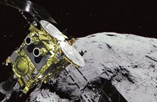 Tàu thám hiểm Nhật Bản bắt đầu thu thập mẫu đá ở tiểu hành tinh Ryugu