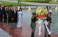 Dâng hương tri ân các liệt sỹ quân tình nguyện Việt Nam tại Campuchia