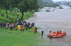 Ấn Độ huy động trực thăng giải cứu 700 người mắc kẹt trong mưa lũ