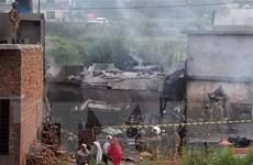 [Video] Pakistan: Máy bay rơi xuống khu dân cư khiến 15 người tử vong