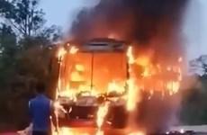 Phú Yên: Xe khách giường nằm bốc cháy trơ khung trên Quốc lộ 1A