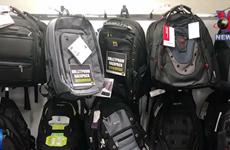 [Video] Mỹ: Nhiều phụ huynh tìm mua balô chống đạn cho con