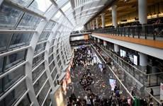 [Video] Sân bay quốc tế Hong Kong tê liệt vì các cuộc biểu tình