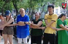 [Video] Yoga cười - bộ môn có ích cho bệnh nhân ung thư