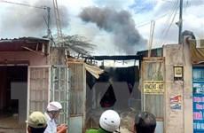 Hỏa hoạn thiêu rụi xưởng thạch cao, nhiều nhà dân bị ảnh hưởng