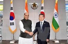 Bộ trưởng Singh kêu gọi Hàn Quốc sản xuất linh kiện vũ khí tại Ấn Độ